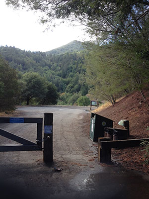 Trail head in Marin - maintained by our Marin pet waste removal team